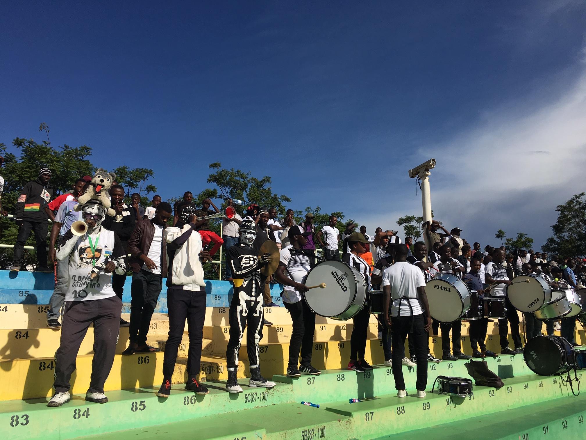 Fans beim Armeeklub APR